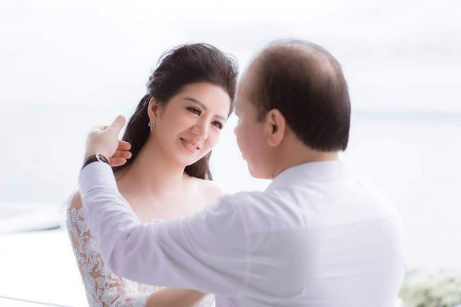 Ca si Dinh Hien Anh lam le cuoi voi Thu truong Bo Tai chinh