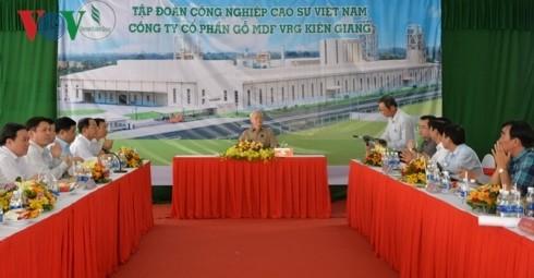 Hinh anh Tong bi thu, Chu tich nuoc lam viec tai Kien Giang-Hinh-10