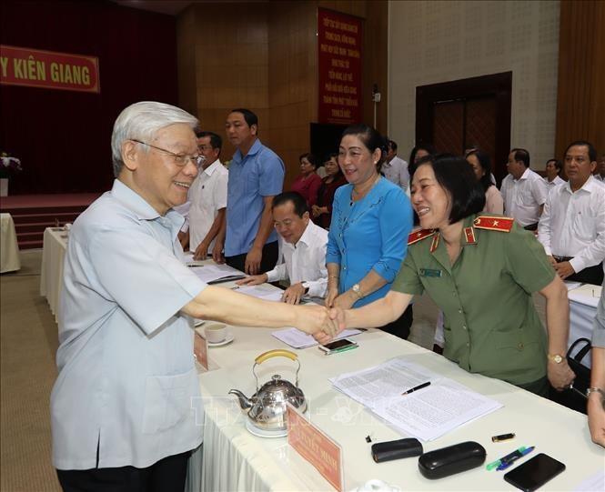 Hinh anh Tong bi thu, Chu tich nuoc lam viec tai Kien Giang-Hinh-11