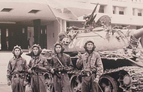 Chien thang ngay 30/4/1975: Goc nhin doc tu truyen thong the gioi