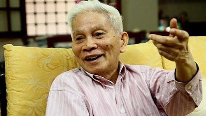 Giao su Hoang Tuy: Ca mot doi tam huyet voi giao duc Viet Nam