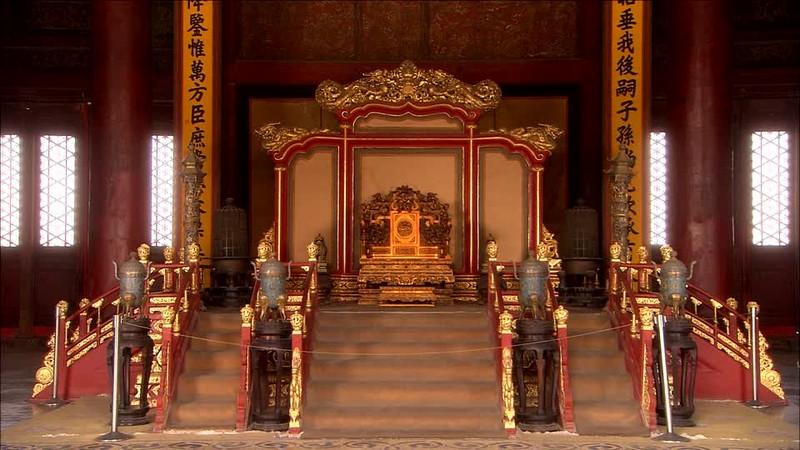 Kinh hai ghe rong Tu Cam Thanh doat mang nguoi trong chop mat-Hinh-3
