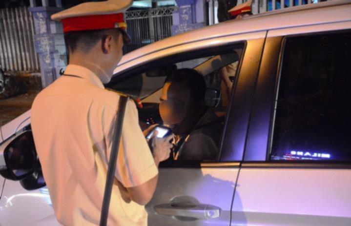 "Xu ly vi pham nong do con: Dan mong dung ""dau voi, duoi chuot"""