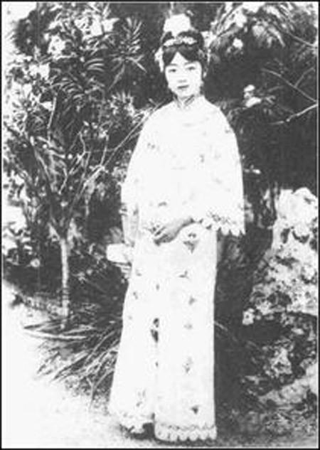 Su that dong troi chung nghien ''khoe than'' cua hoang hau cuoi cung TQ-Hinh-10