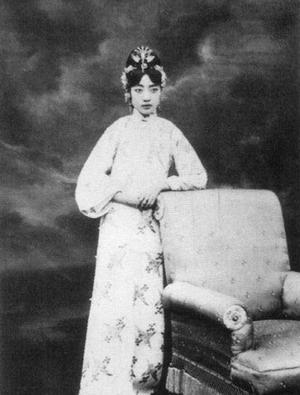 Su that dong troi chung nghien ''khoe than'' cua hoang hau cuoi cung TQ-Hinh-4