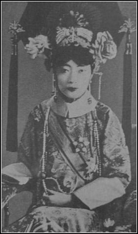 Su that dong troi chung nghien ''khoe than'' cua hoang hau cuoi cung TQ-Hinh-6