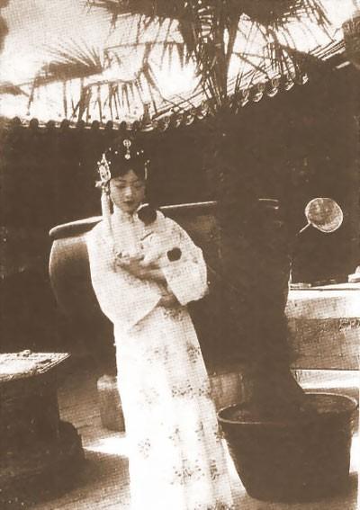 Su that dong troi chung nghien ''khoe than'' cua hoang hau cuoi cung TQ-Hinh-9