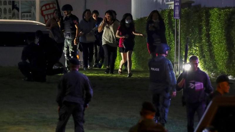 Facebook - 'con dao hai luoi' trong vu quan nhan Thai xa sung dam mau-Hinh-2