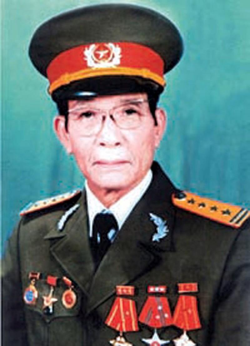 Chan dung nha tinh bao Tran Quoc Huong - nguoi thay cua nhung diep vien lung lay-Hinh-2