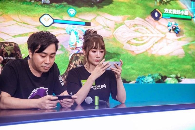 Ngam nhan sac cuc goi cam cua nu streamer Hong Kong-Hinh-3