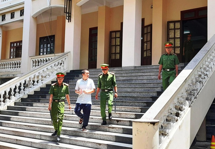 Nguyen dai uy cong an lanh 4 nam tu