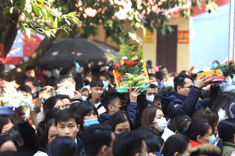 Vang ma nghi ngut, nghin nguoi chen nhau vai lay tai phu Tay Ho-Hinh-2