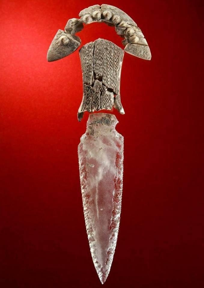 Bí ẩn dao găm pha lê 5.000 tuổi trong mộ cổ ở Tây Ban Nha