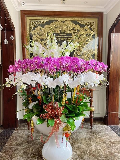 Bao Thy dai gia: Chon toan loai hoa hot trend dat tien trang hoang Tet-Hinh-6