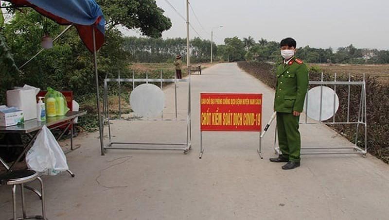 Hai Duong: Bi thu va Chu tich huyen Kim Thanh bi phe binh vi lo la chong dich