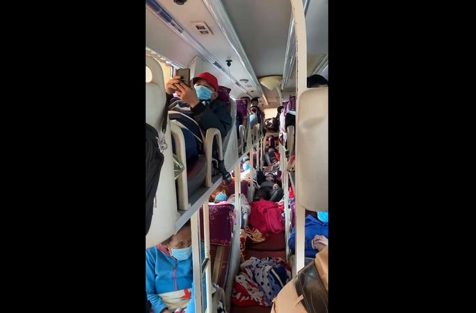 Video: Bat ngo trong chiec oto khach 46 cho di chuyen vao Binh Duong