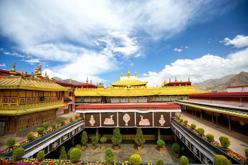 Kham pha ngoi chua linh thieng noi tieng Tay Tang-Hinh-2