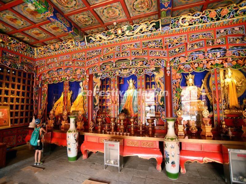 Kham pha ngoi chua linh thieng noi tieng Tay Tang-Hinh-8