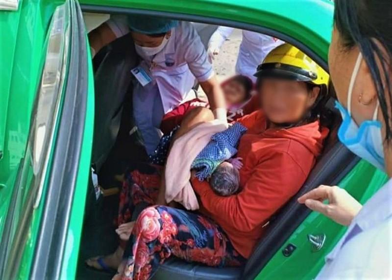 Nam tai xe taxi giup san phu 'vuot can' thanh cong ngay tren xe-Hinh-2