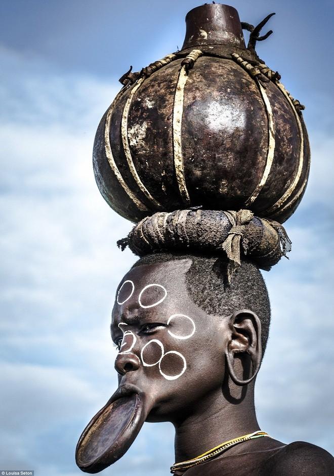 Phong tuc lam dep la lung cua bo toc bi an o Ethiopia-Hinh-3