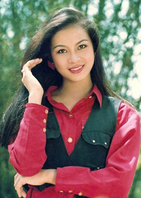 Chiem nguong ve dep vuot thoi gian cua MC Thanh Mai o tuoi U50