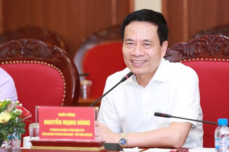 Bo truong Nguyen Manh Hung noi ve phong chong COVID-19 trong boi canh moi