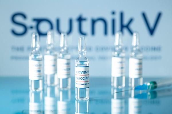 Viet Nam gia cong 5 trieu lieu vaccine Sputnik V mot thang