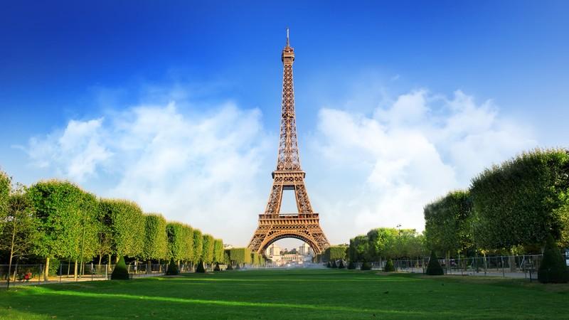 "Thap Eiffel suyt bi do bo: Lo ly do soc lien quan ""quai vat""-Hinh-4"