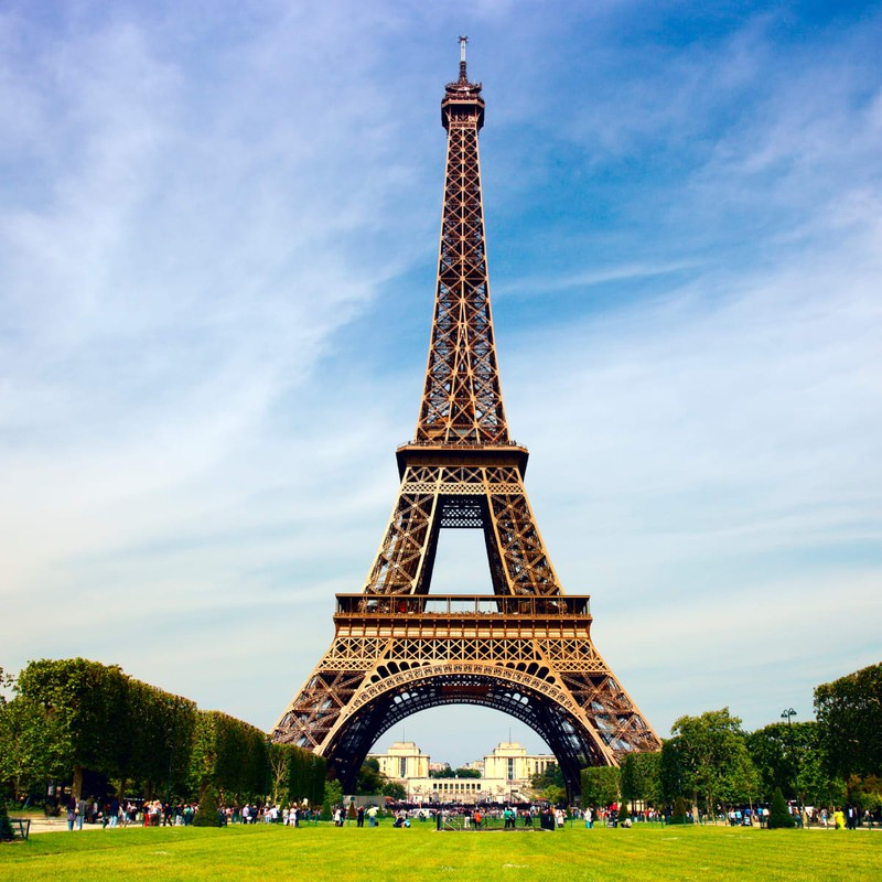 "Thap Eiffel suyt bi do bo: Lo ly do soc lien quan ""quai vat""-Hinh-5"