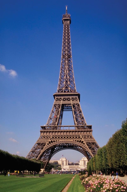 "Thap Eiffel suyt bi do bo: Lo ly do soc lien quan ""quai vat""-Hinh-9"