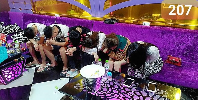 Phat hien 58 nam nu thac loan ma tuy trong quan karaoke Luxury-Hinh-2