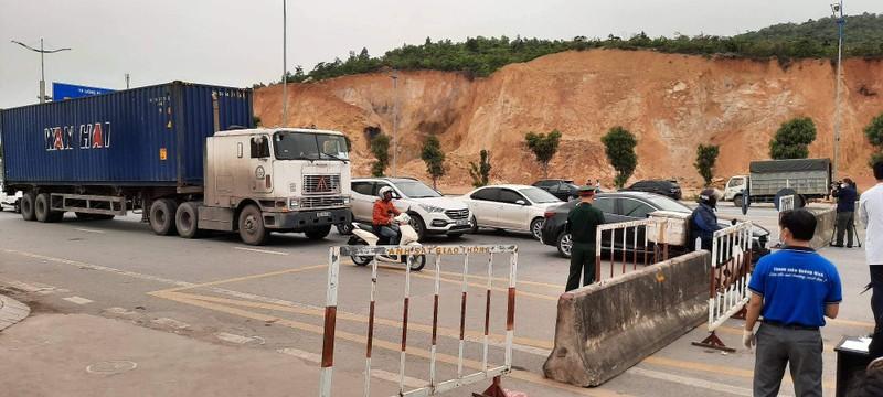 Quang Ninh tam dung xe khach, taxi, lap chot giao thong ra vao tinh vi COVID-19