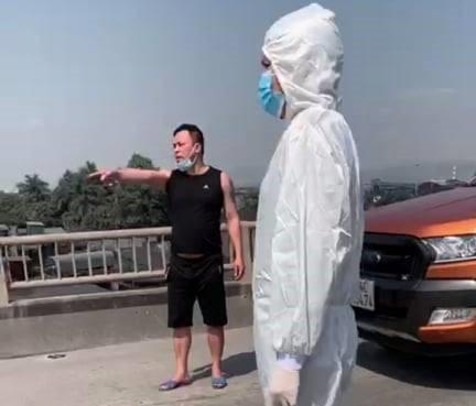 Dam vao mat CSGT de vuot chot kiem soat COVID-19 o Quang Ninh