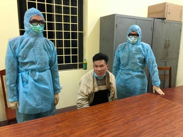 Cho doi tuong truy na ve nha an Tet, cong an mat phuc bat giu