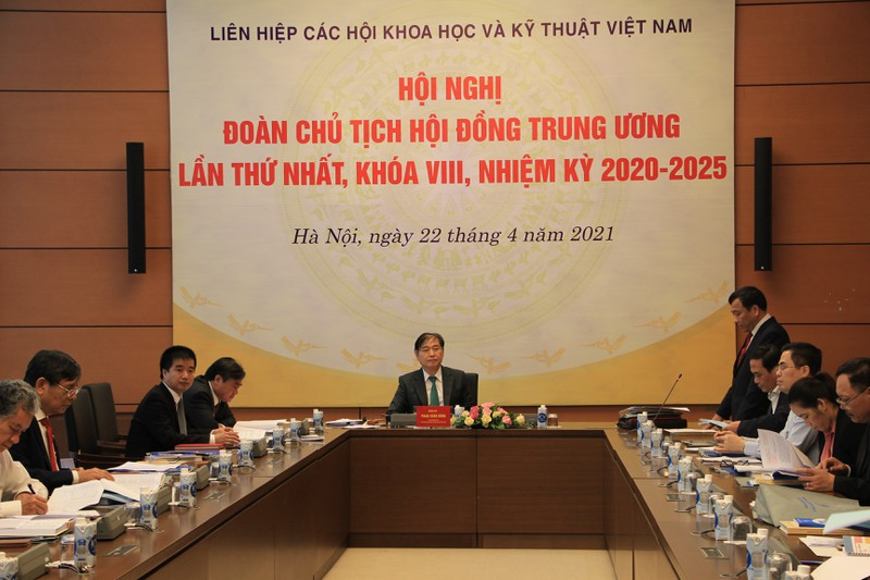 Doan Chu tich VUSTA khoa VIII hop  lan thu 1