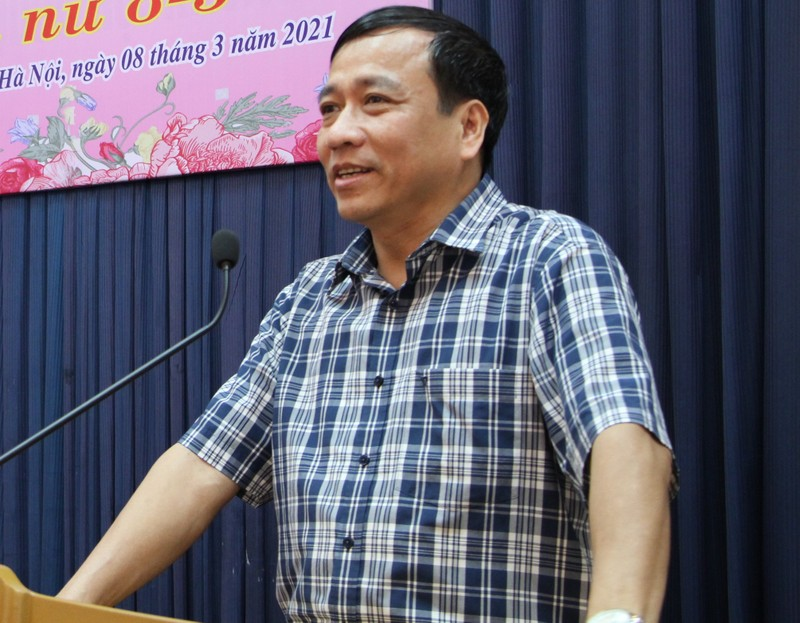 TS Le Cong Luong nhan Bang khen thuc hien Chi thi 05-CT/TW cua Bo Chinh tri-Hinh-3