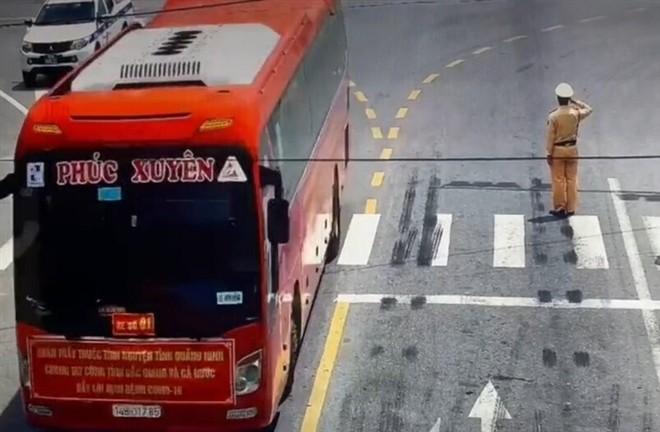 CSGT chao doan y bac si Quang Ninh: