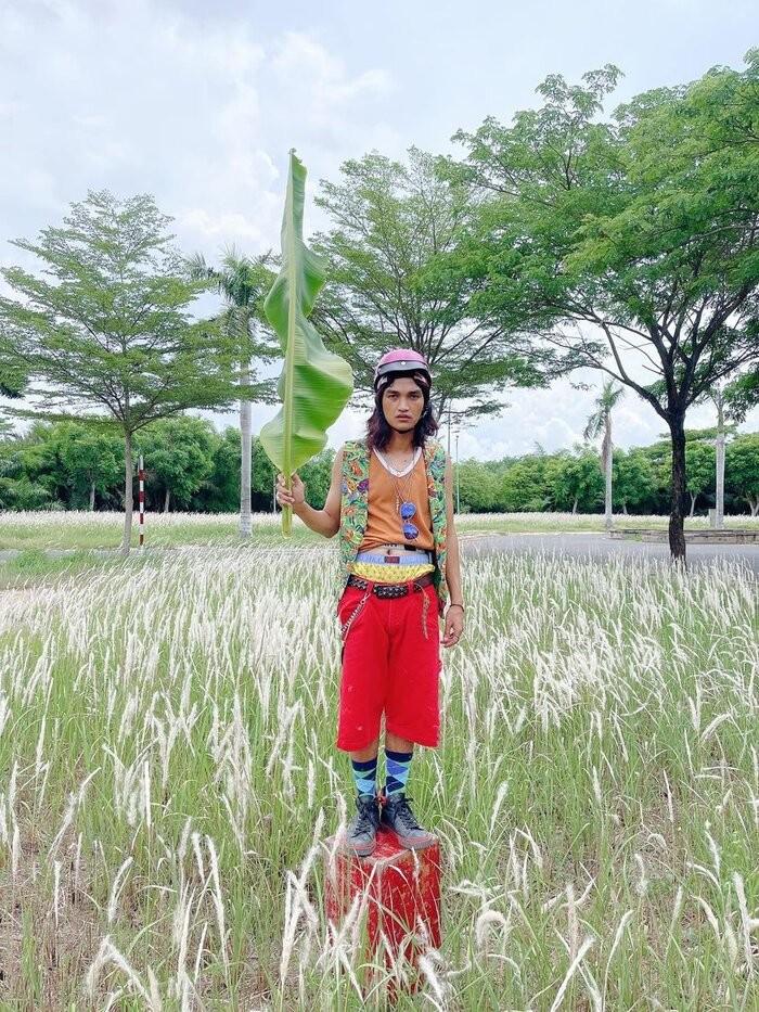 "Mac Van Khoa khien dan mang ""cuoi ngat"" khi cosplay Den Vau phien ban ""sieu lay sieu bua"""