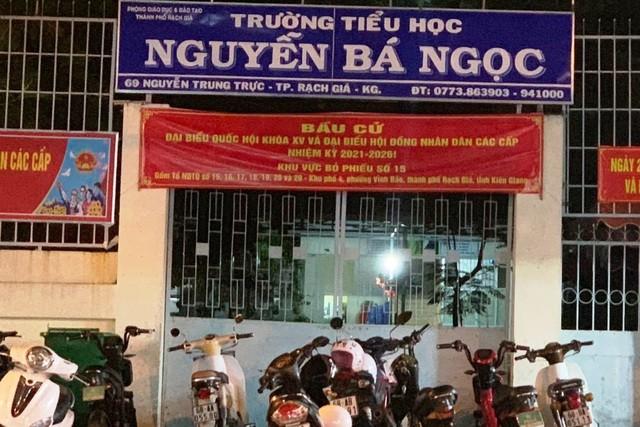 "Giao vien chiem tien an hoc sinh: ""Truong hoc khong phai noi kiem chac"""