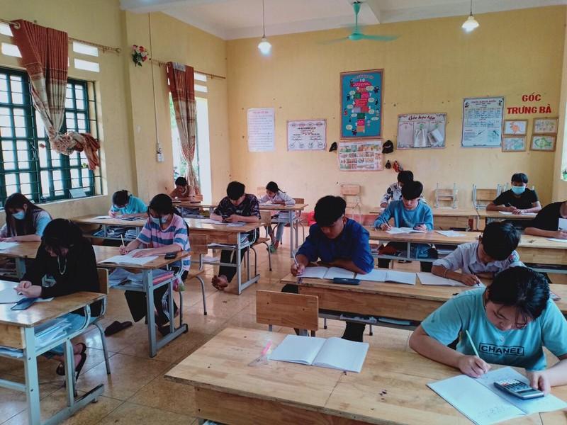 Lao Cai: Hoc sinh ho, sot, dien F2 thi vao 10 co phong thi rieng
