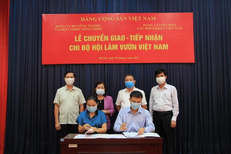 Dang bo VUSTA tiep nhan chi bo Hoi Lam vuon Viet Nam-Hinh-2