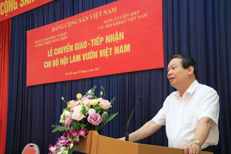 Dang bo VUSTA tiep nhan chi bo Hoi Lam vuon Viet Nam