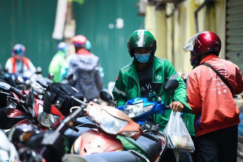 Tranh cai viec Ha Noi cam shipper hoat dong trong mua dich-Hinh-2