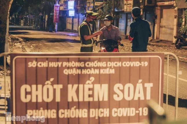 Xuyen dem kiem tra ly do nguoi dan Thu do ra duong-Hinh-15