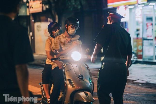 Xuyen dem kiem tra ly do nguoi dan Thu do ra duong-Hinh-4