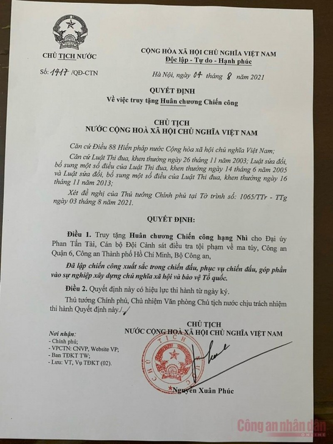 Chu tich nuoc truy tang Huan chuong cho cong an hy sinh khi phong, chong COVID-19-Hinh-2