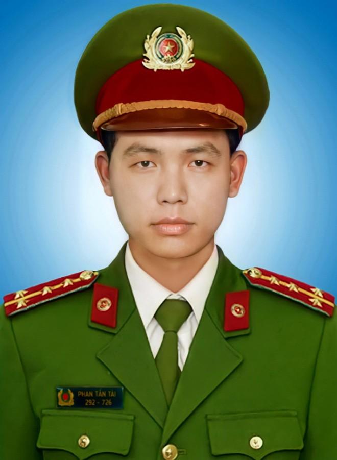 Chu tich nuoc truy tang Huan chuong cho cong an hy sinh khi phong, chong COVID-19
