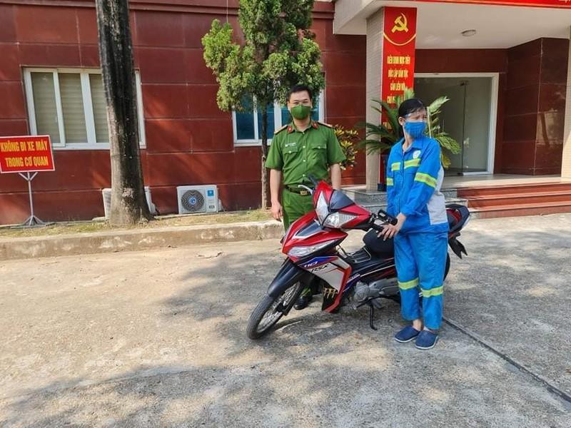 Nu cong nhan ve sinh moi truong bi cuop xe duoc tang xe moi-Hinh-2