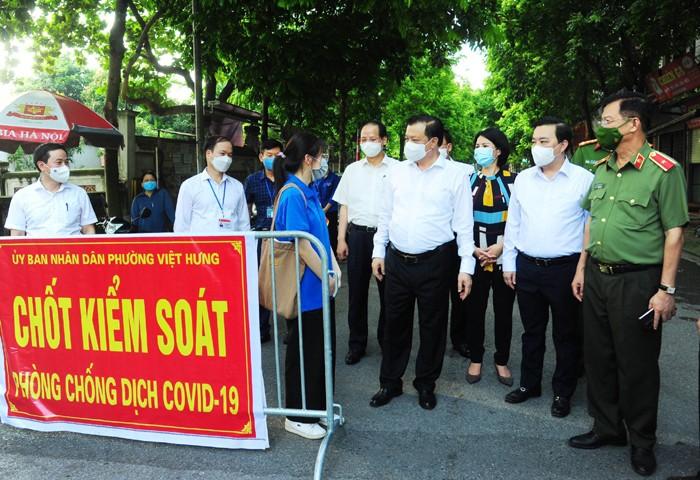"""Bi thu Thanh uy Ha Noi: """"Kien tri thuc hien gian cach xa hoi thuc chat, hieu qua"""""""