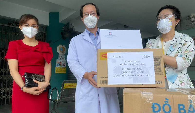 TP HCM: Hon 5.400 phong vien da tiem du vac xin phong COVID-19-Hinh-2
